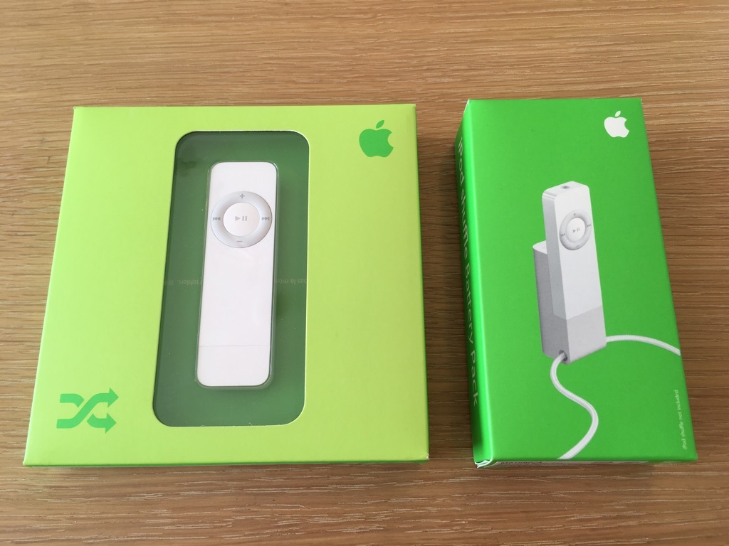 ★iPod shuffle 512MB 第1世代 M9724J/A 中古 & iPod shuffle Battery Pack M9759G/A 未開封品