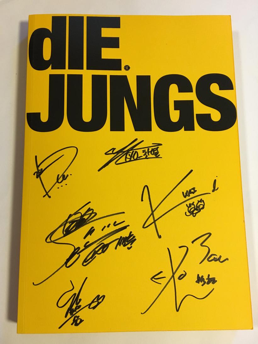 EXO-K★全員直筆サイン入り★DIE JUNGS (EXO-K)(韓国盤)フォトブック