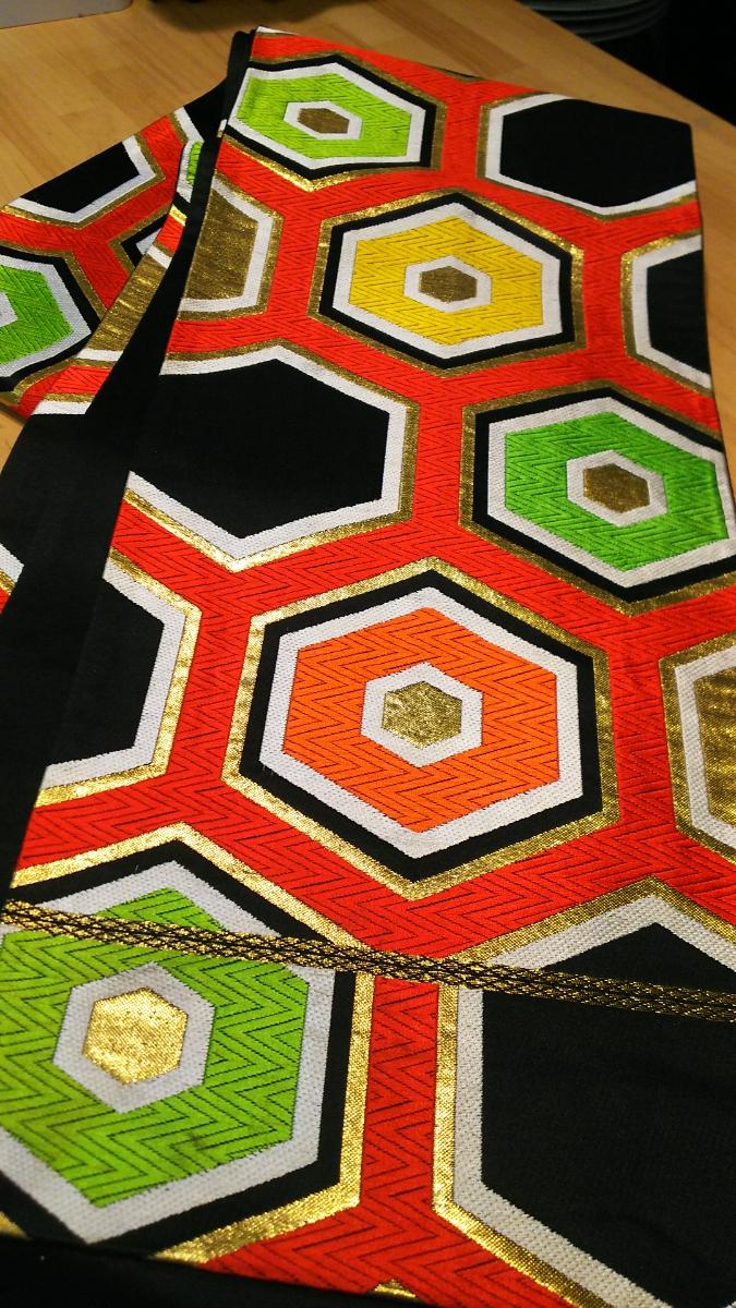◆亀甲柄♪正絹七歳祝帯◆上質生地 鮮やかな色 金糸 唐織り 重宝な品 状態良好