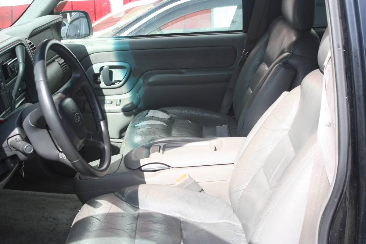 タホ99年最終モデル 1ナンバー予備検付き バッテリー新品 キセノン DVDプレイヤー ミラーモニター ETC ヒッチ キーレス _画像8