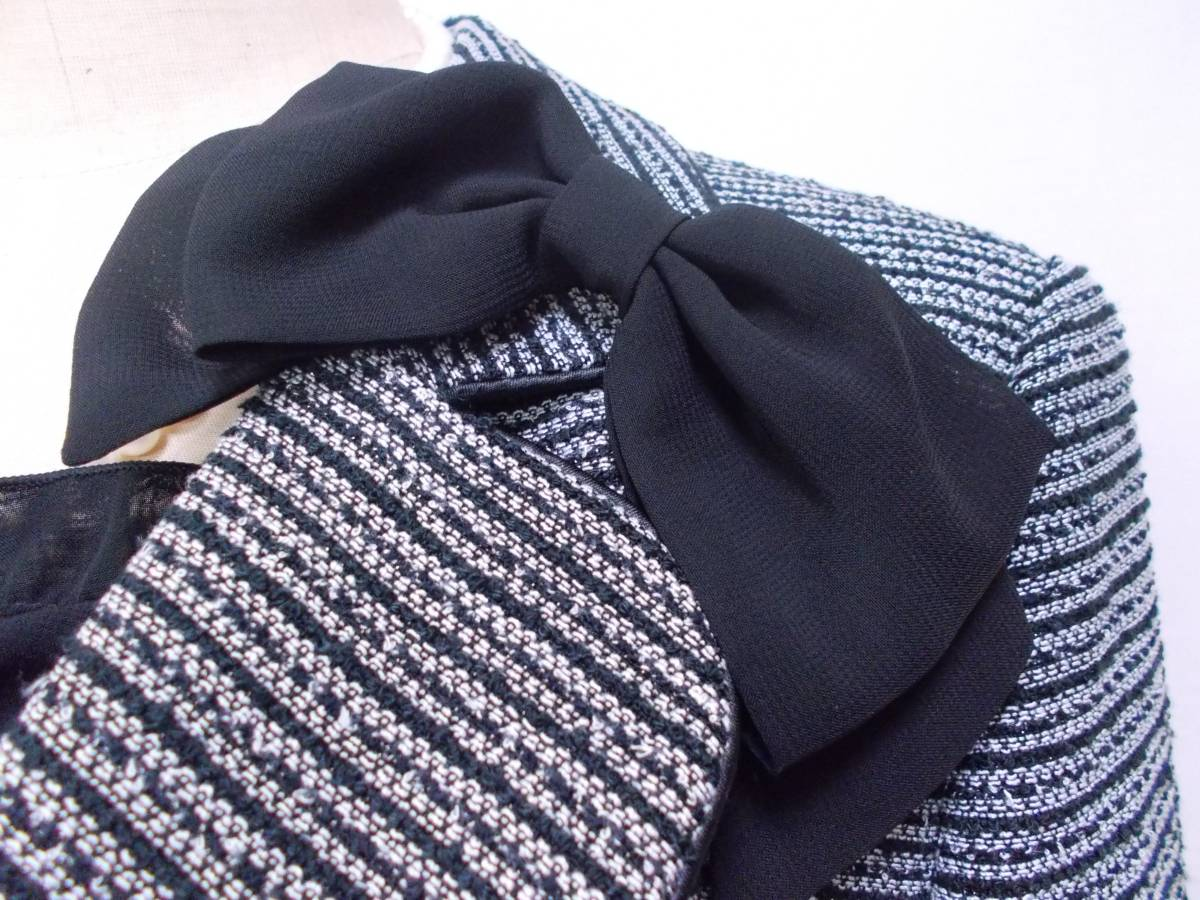 30-226新品フォーマルスーツセレモニースーツ白黒ツイードテーラードジャケットひざ丈スカート9号 M リボンコサージュ卒業式入学式結婚式_画像6