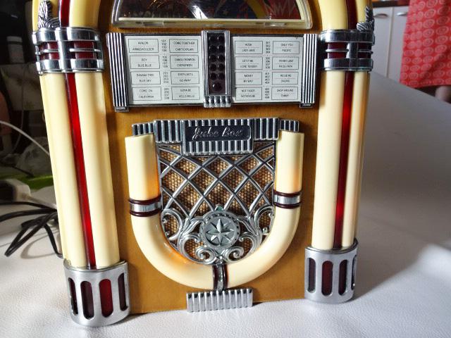 H/ サン商事 / SUNDOG SDC-500 ジュークボックス 型ラジオ / カセットデッキ付き AM/FM ラジオ / アンティーク調 アーチ型 ラジオ / 中古品_画像4