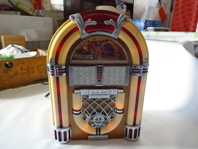 H/ サン商事 / SUNDOG SDC-500 ジュークボックス 型ラジオ / カセットデッキ付き AM/FM ラジオ / アンティーク調 アーチ型 ラジオ / 中古品_画像1