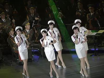2015 金正恩北朝鮮人民軍美女モランボン楽団労働党70周年公演DVD2枚 高画質 日本製プレイヤー再生可