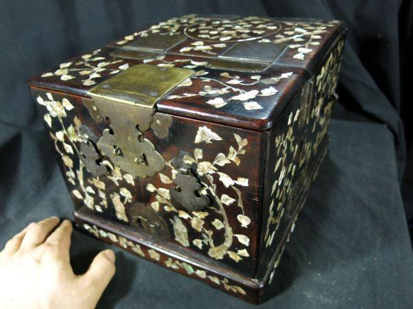 A 螺鈿化粧箱 明~清時代 名品 木工 中国 古玩 老木 老銅 螺鈿 漆工 鏡 化粧道具_画像1