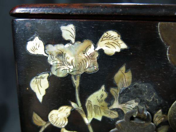 A 螺鈿化粧箱 明~清時代 名品 木工 中国 古玩 老木 老銅 螺鈿 漆工 鏡 化粧道具_画像5