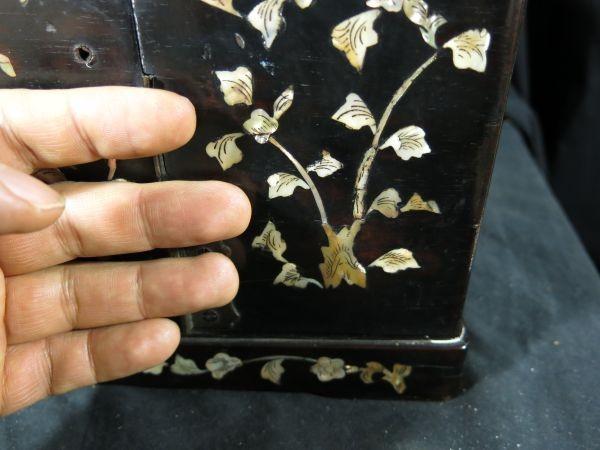A 螺鈿化粧箱 明~清時代 名品 木工 中国 古玩 老木 老銅 螺鈿 漆工 鏡 化粧道具_画像8
