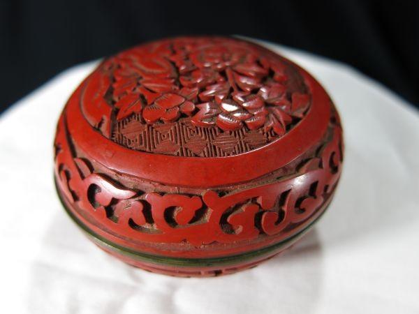 A 銅胎堆朱花彫文香合 金工 香合 堆朱 中国 古玩 漆器 漆_画像4