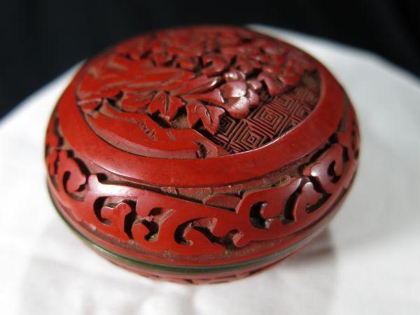 A 銅胎堆朱花彫文香合 金工 香合 堆朱 中国 古玩 漆器 漆_画像5