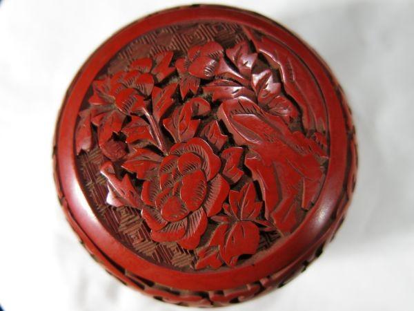 A 銅胎堆朱花彫文香合 金工 香合 堆朱 中国 古玩 漆器 漆_画像9