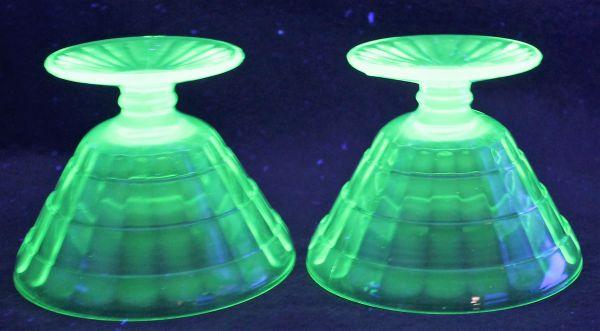 B-326 ウランガラス シャーベットグラス 氷皿 プレスガラス アイスクリーム鉢 高さ7.4センチ 2客 蔵出 古玩_画像7