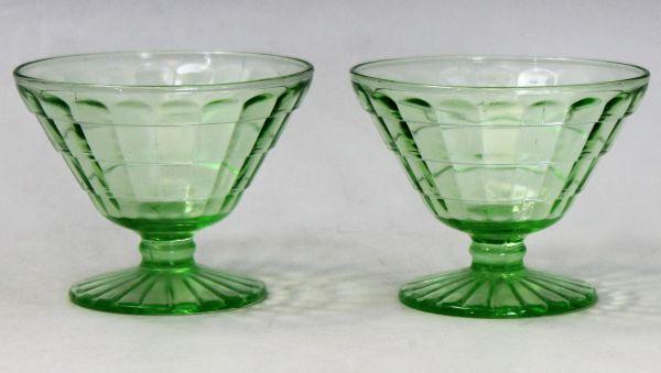 B-326 ウランガラス シャーベットグラス 氷皿 プレスガラス アイスクリーム鉢 高さ7.4センチ 2客 蔵出 古玩_画像2