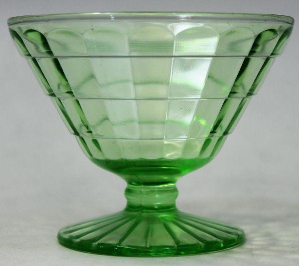 B-326 ウランガラス シャーベットグラス 氷皿 プレスガラス アイスクリーム鉢 高さ7.4センチ 2客 蔵出 古玩_画像3