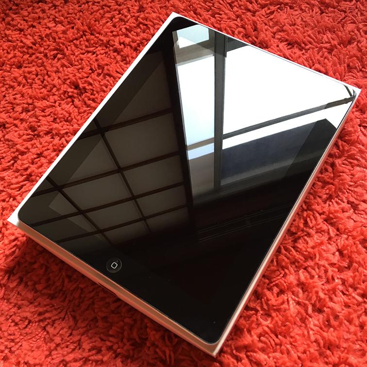 ◇◆極美品 iPad2 Wi-Fi+セルラータイプ 16GB 黒 Black 国内正規品 アダプタ ・ケーブル◆◇