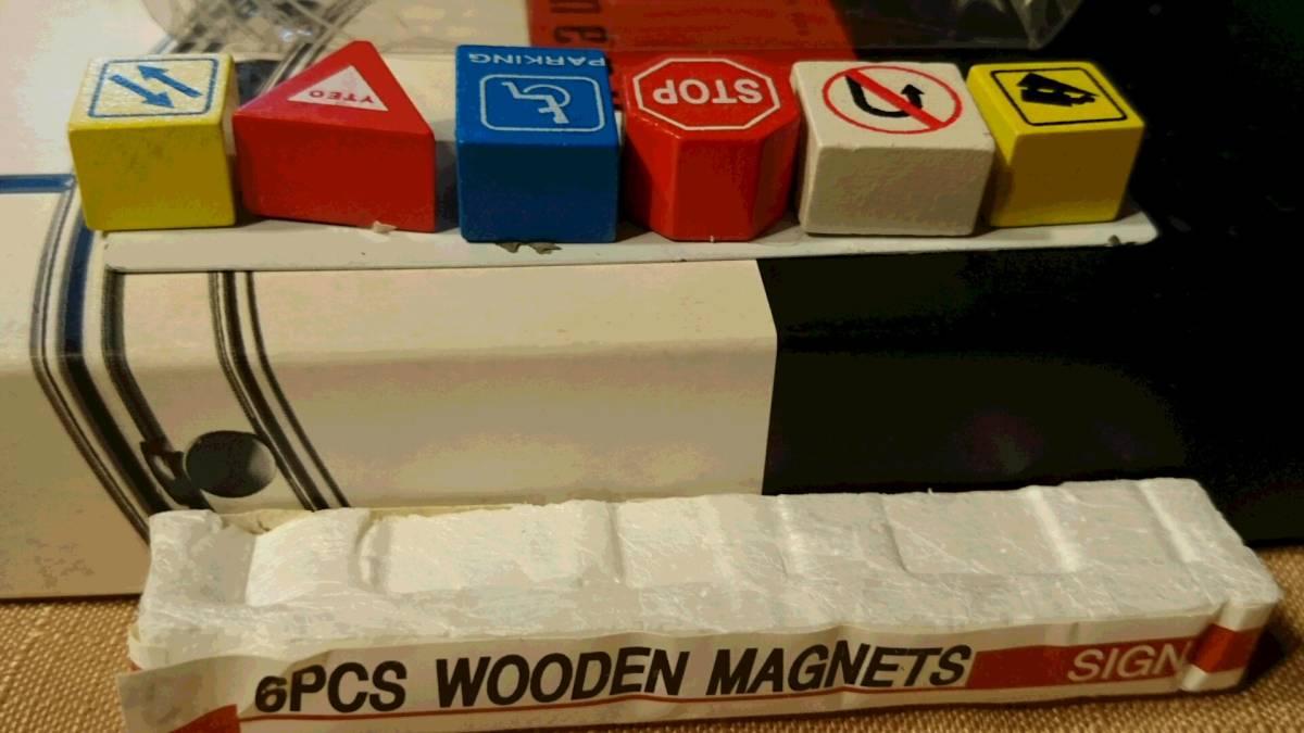交通標識デザイン 木製 裏に磁石はめ込み マグネット 6種類 6PCS WOODEN MAGNETS SIGN 鉄板貼り付け プラケース入り 中古品_画像2
