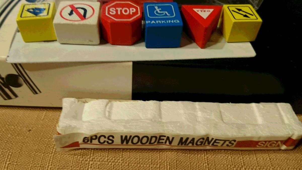 交通標識デザイン 木製 裏に磁石はめ込み マグネット 6種類 6PCS WOODEN MAGNETS SIGN 鉄板貼り付け プラケース入り 中古品_画像3