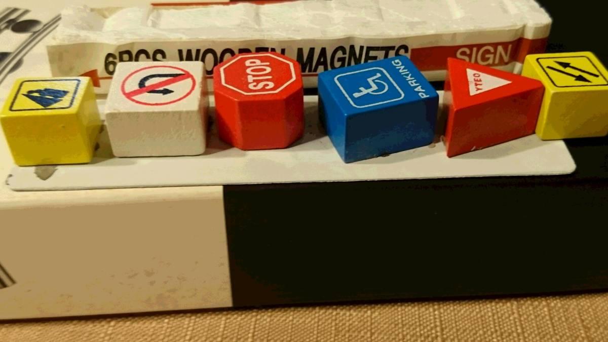 交通標識デザイン 木製 裏に磁石はめ込み マグネット 6種類 6PCS WOODEN MAGNETS SIGN 鉄板貼り付け プラケース入り 中古品_画像4
