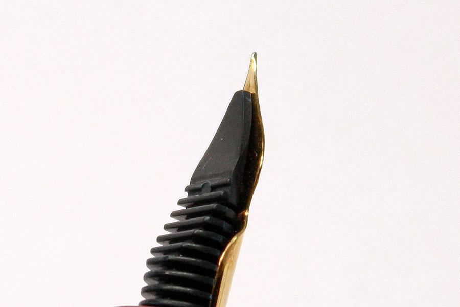 《将》 中屋特製万年筆 朱漆溜塗エボナイト-ロングシガー 超極軟ペン先 未使用品 SS170_画像3