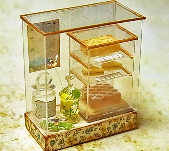 ミニチュア焼き菓子セット♪ ブライス シルバニア インテリア雑貨 アンティークショーケース アンティーク雑貨 はちみつ ジャム瓶 蜂