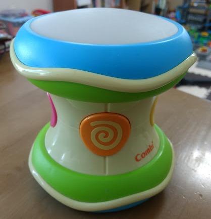 Combi 光る にぎやか ドラム 赤ちゃん おもちゃ たたく 光 音