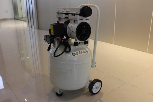 静音 オイルレス コンプレッサー縦型 30L 1.5HP ホワイト