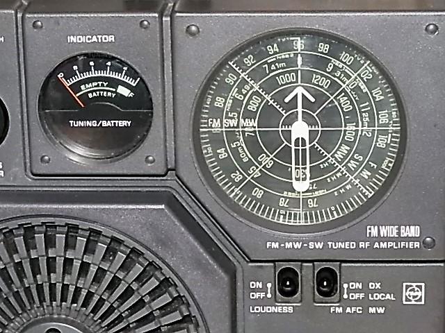 興味ある方にどうぞ 懐かしい形のラジオ、FM/MW/SW 3BAND National Panasonic クーガーNO.7♪ 《RF-877》 ラジオ完動良美品18031273_画像2