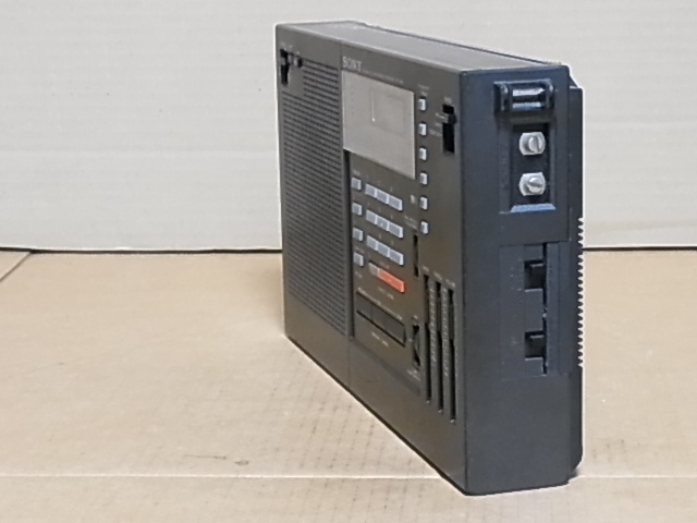 懐かしい形のラジオ、 SONY ラジオ♪ 興味ある方にどうぞ《ICF-2001 》 ラジオ ジャンク品 18031305_画像3