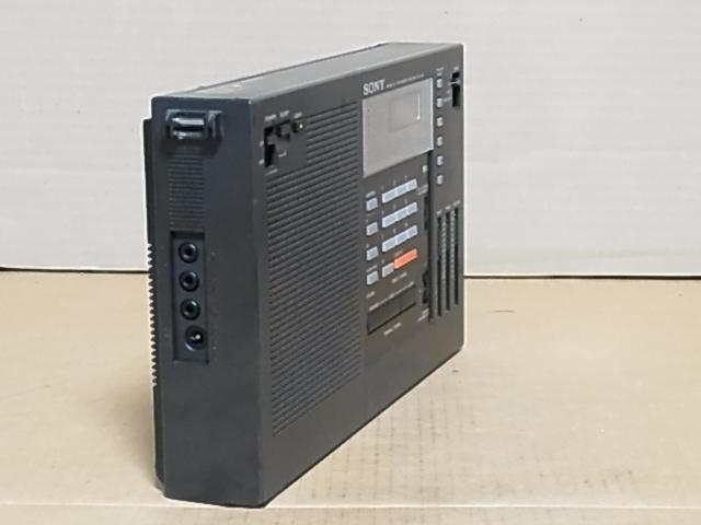懐かしい形のラジオ、 SONY ラジオ♪ 興味ある方にどうぞ《ICF-2001 》 ラジオ ジャンク品 18031305_画像2