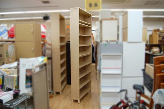 札幌市内近郊限定 無印良品 ハイタイプ収納棚 W80×D21×H212cm タモ材 ナチュラル 多目的棚 本棚 清田区_画像2