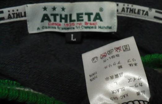 (ATHLETA)アスレタフルジップパーカー(ジャケット)L 黒×緑_首内側布タグ部分と腰内側布タグ部分表画像