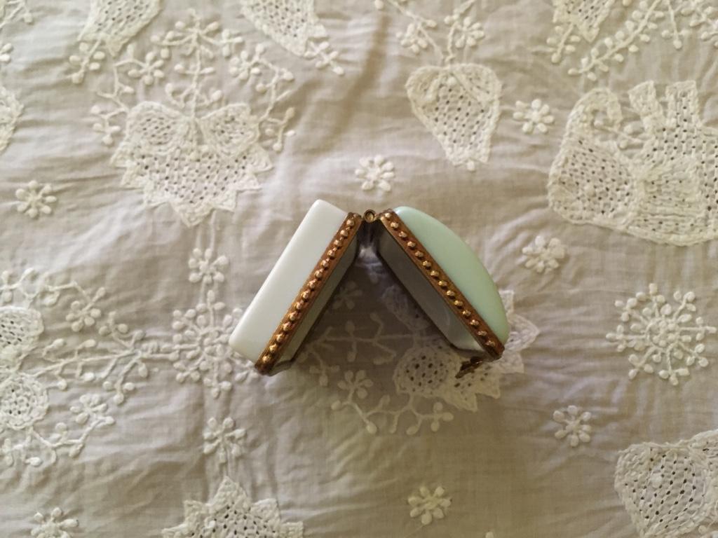 デッドストック フランスアンティーク リモージュ小物入れ かまぼこ型 ミニバラ 緑色_画像7