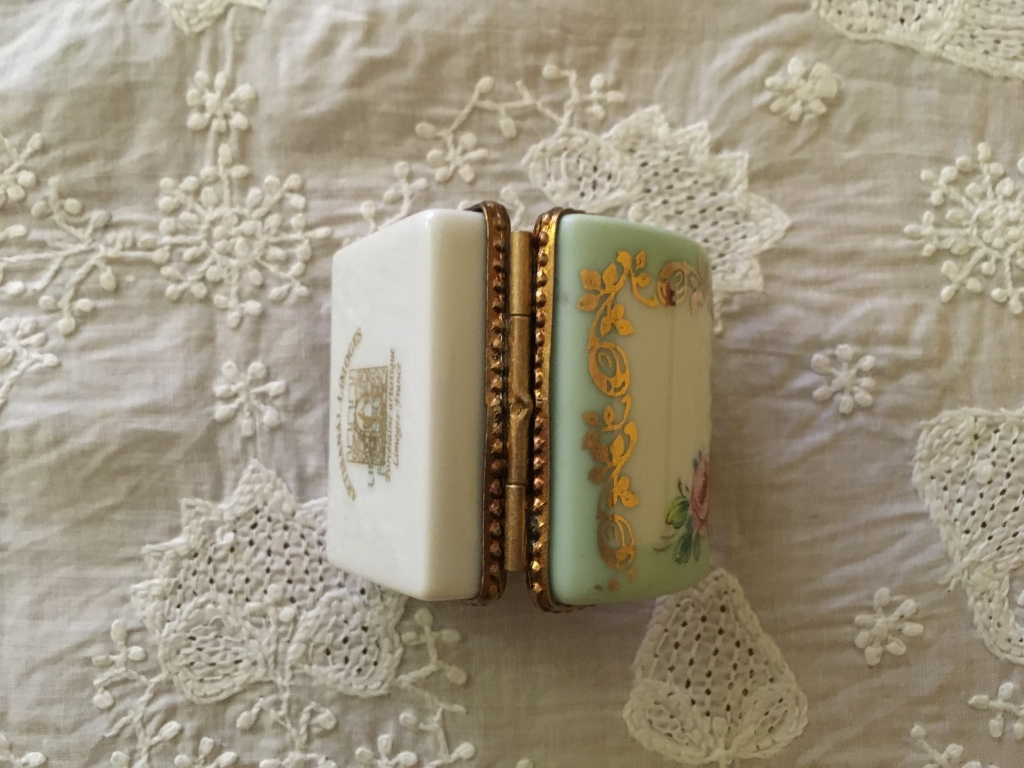 デッドストック フランスアンティーク リモージュ小物入れ かまぼこ型 ミニバラ 緑色_画像6