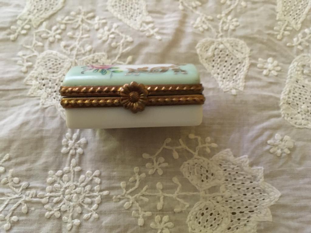 デッドストック フランスアンティーク リモージュ小物入れ かまぼこ型 ミニバラ 緑色_画像3