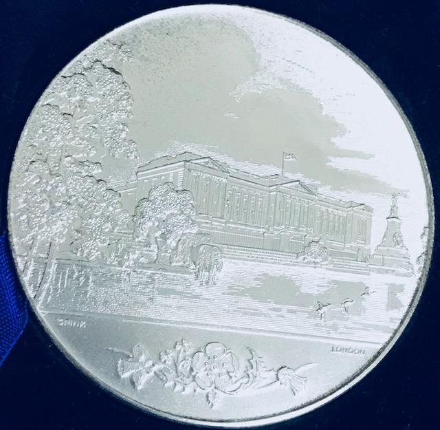 【入手極困難品】1953 イギリス エリザベス2世戴冠式記念銀メダル 美品 専用BOX付き 銀貨 アンティークコイン バッキンガム宮殿 美品