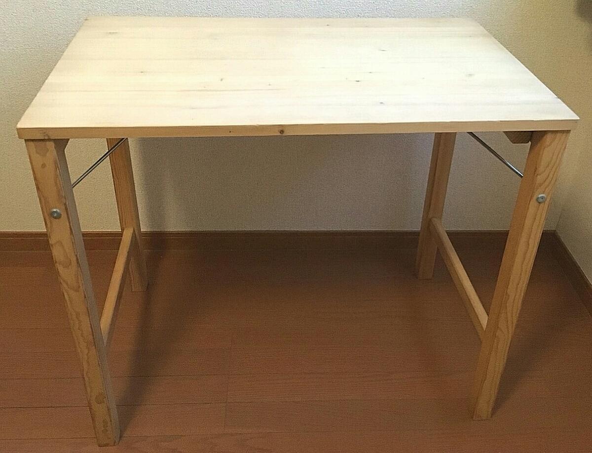 パイン材テーブルをサイズ違いで2つ用意する