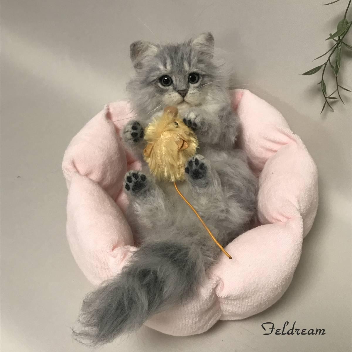Feldream◆羊毛フェルト猫 寝転ぶチンチラシルバー子猫ちゃん ベッド付き ≪実物大≫  ペルシャ ハンドメイド _画像3