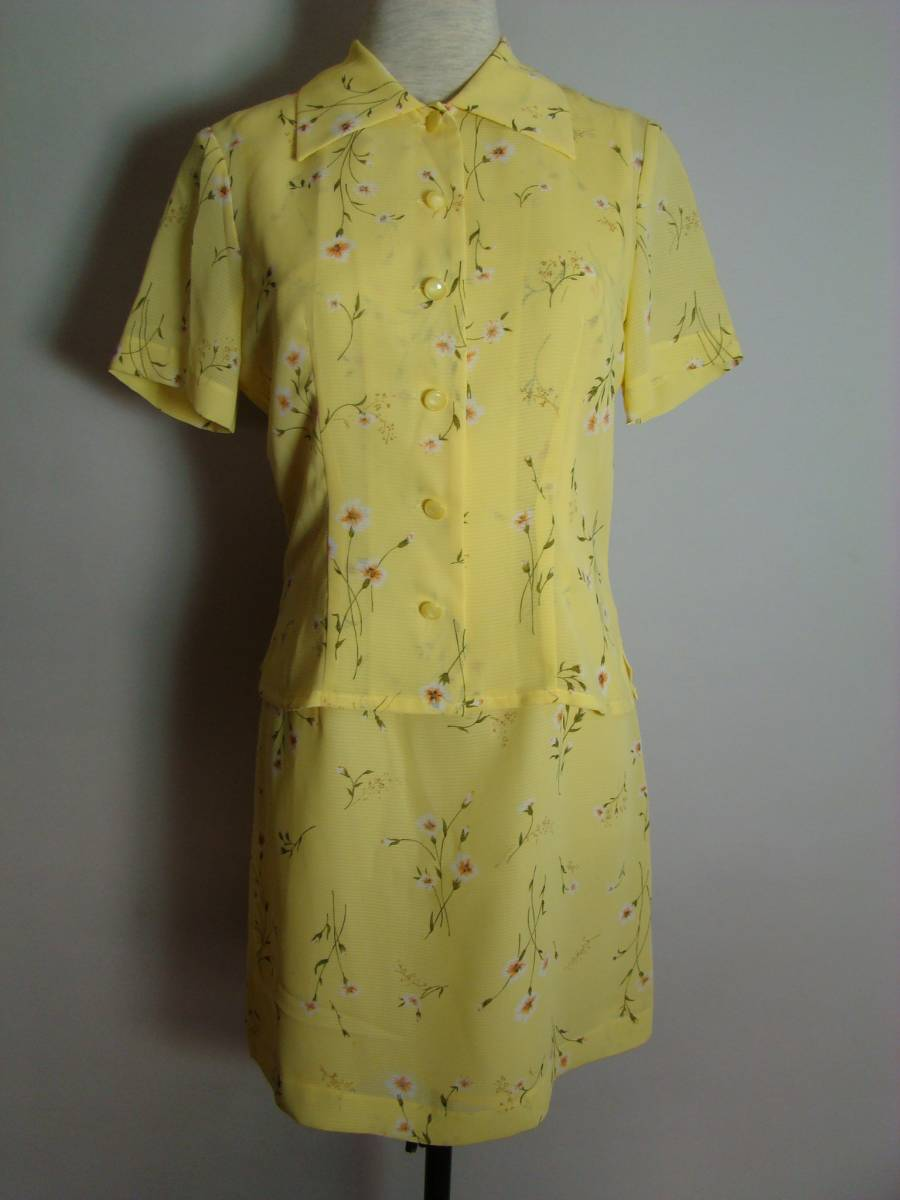 10296aaa775bf AlbaroTarfe 2ピース 半袖ブラウス ノースリーブワンピース シフォン 黄色 花柄