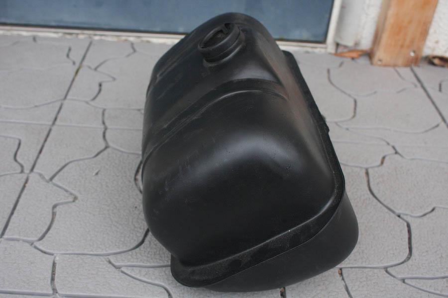 交渉可 貴重! ランブレッタ ガソリンタンク サンドブラスト & サフェーサー済 防錆途中です。 レストア用 現状販売です。_側面です。レストア用です・・・