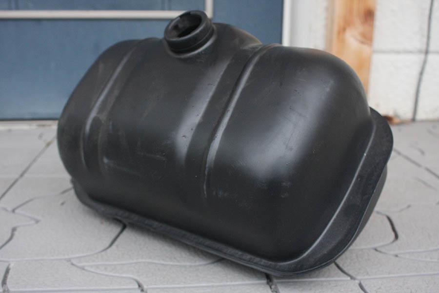 交渉可 貴重! ランブレッタ ガソリンタンク サンドブラスト & サフェーサー済 防錆途中です。 レストア用 現状販売です。_ブラスト後 黒いサフを塗っております。