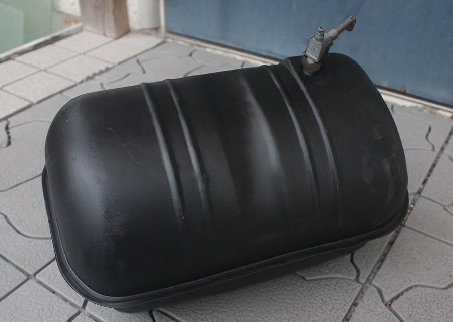 交渉可 貴重! ランブレッタ ガソリンタンク サンドブラスト & サフェーサー済 防錆途中です。 レストア用 現状販売です。_底部です。