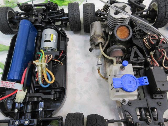 USED&ジャンク品【み516・14】 大量!! ラジコン部品 オイル・タイヤ・部品など30点まとめて フェラーリ&プロポセット付_画像5