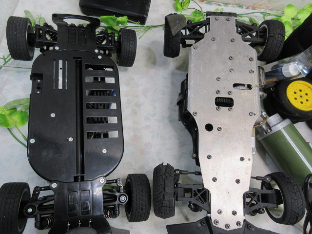USED&ジャンク品【み516・14】 大量!! ラジコン部品 オイル・タイヤ・部品など30点まとめて フェラーリ&プロポセット付_画像3