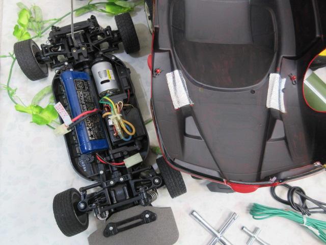 USED&ジャンク品【み516・14】 大量!! ラジコン部品 オイル・タイヤ・部品など30点まとめて フェラーリ&プロポセット付_画像2