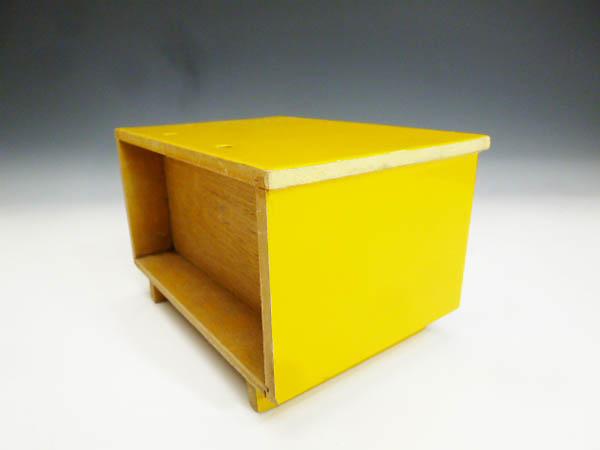 ◆昭和レトロポップ 木製 木枠 黄色と白 お花模様 引き出し収納 小物入れ 元々はミニ鏡台 鏡無し 雑貨の飾り台 飾り棚 化粧道具 小物収納に_画像5