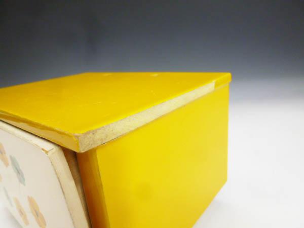 ◆昭和レトロポップ 木製 木枠 黄色と白 お花模様 引き出し収納 小物入れ 元々はミニ鏡台 鏡無し 雑貨の飾り台 飾り棚 化粧道具 小物収納に_画像7