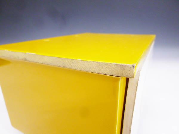 ◆昭和レトロポップ 木製 木枠 黄色と白 お花模様 引き出し収納 小物入れ 元々はミニ鏡台 鏡無し 雑貨の飾り台 飾り棚 化粧道具 小物収納に_画像6