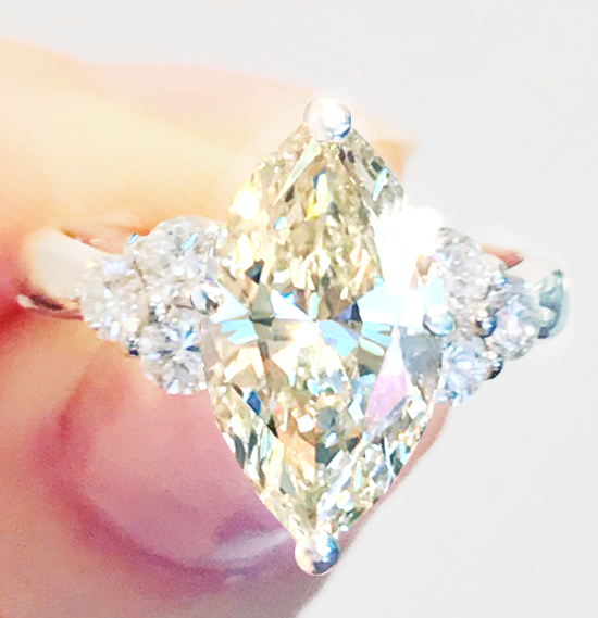 《YELLOW DIAMOND 2ctUP》PT900 ダイヤ イエローダイヤモンド 中央宝石VS2 2.1ctUP《MARQUISE》