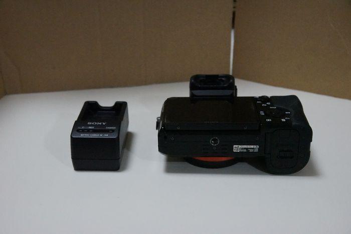 ソニーα7 比較的美品 純正ストラップ、バッテリー付_画像2