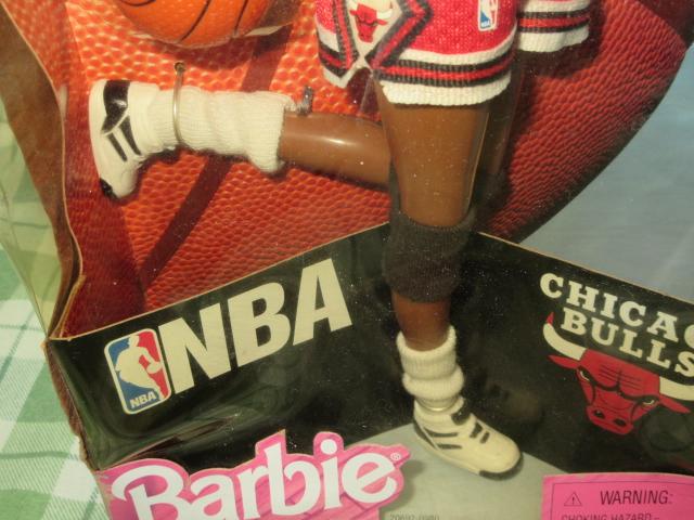 希少NBA バービー 1998 シカゴブルズ Barbie バスケットボール アフリカン アメリカン ドール レトロ ヴィンテージ 人形 フギュア 着せ替え_本体にはダメージなさそうです
