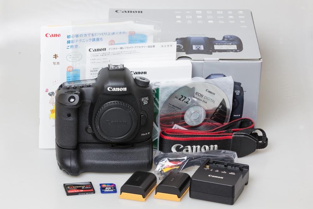 【超美品】 Canon EOS 5D Mark III ボディ / バッテリーグリップBG-E11付き / ショット数42000程 / 大切に使用していました